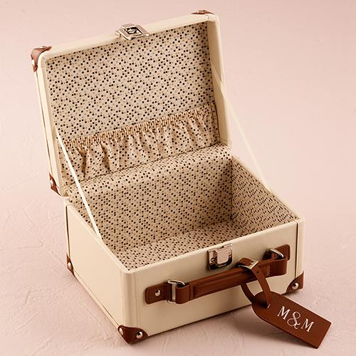 kleine vintage koffer gepersonaliseerd. Black Bedroom Furniture Sets. Home Design Ideas
