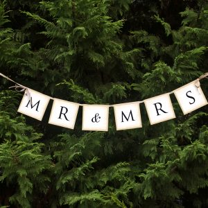 mr-mrs-letter-banner-met-strik