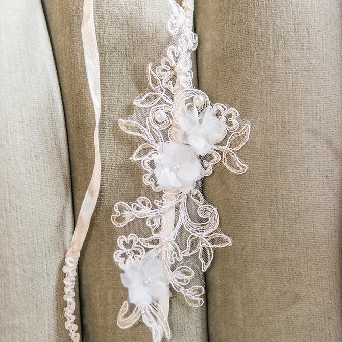 waarom draagt een bruid een kousenband? | bruiloft decoratie | what