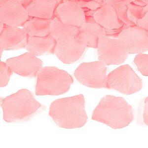 bruiloft-decoratie-rozenblaadjes-baby-roze