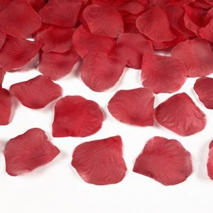 bruiloft-decoratie-rozenblaadjes-rood