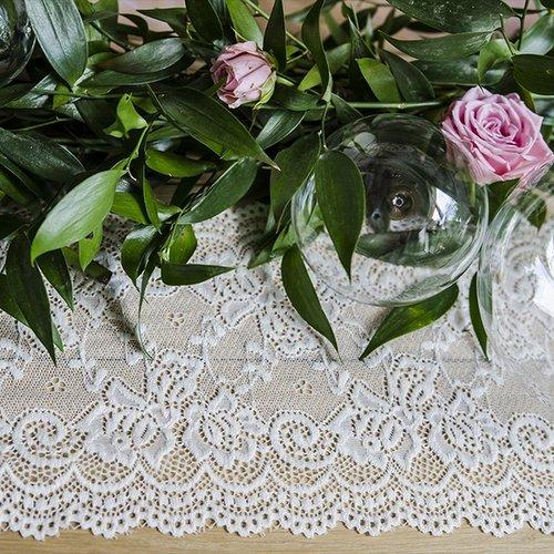 bruiloft-decoratie-tafelloper-kant
