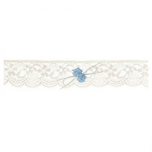 bruiloft-decoratie-kousenband-white-roses