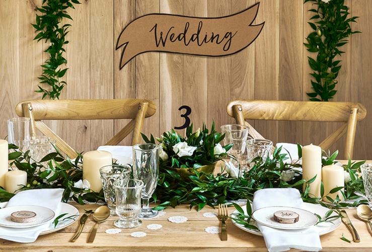 Decoratie trendy decoreer je woonkamer met deze leuke for Bruiloft versiering zelf maken