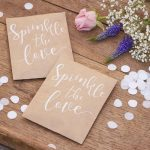 bruiloft-decoratie-confetti-zakje-sprinkle-the-love-rustic-country