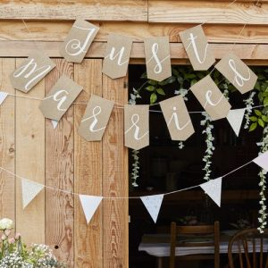 juten-slinger-just-married-rustic-country-2