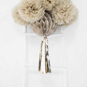 bruiloft-decoratie-honeycomb-beige-met-tassel