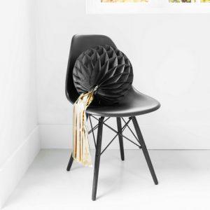 bruiloft-decoratie-honeycomb-zwart-met-tassel