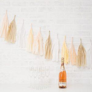 bruiloft-decoratie-tasselslinger-pretty-pastel