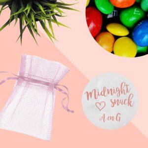 bedankjes-bruiloft-tule-zakje-pastel-roze-nootjes