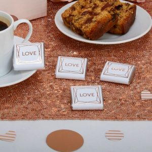 bruiloft-decoratie-chocolaatjes-love-geo-blush