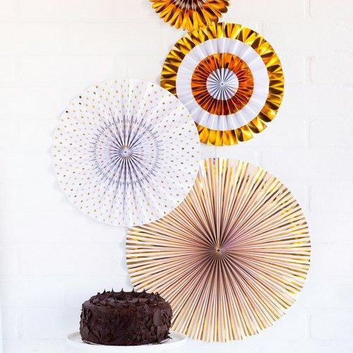 bruiloft-decoratie-paper-fans-gold-white