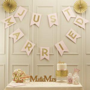 bruiloft-decoratie-slinger-just-married-pastel-perfection