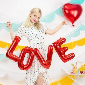 bruiloft-decoratie-folieballonslinger-love-rood-3