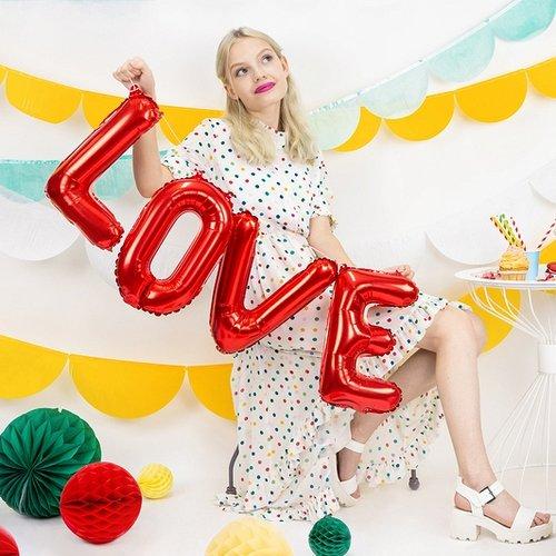 bruiloft-decoratie-folieballonslinger-love-rood-4