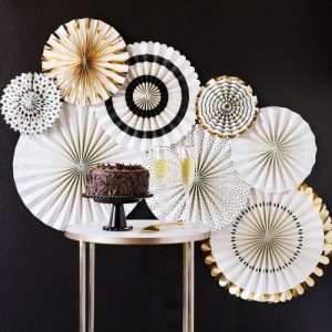 bruiloft-decoratie-paper-fans-black-tie