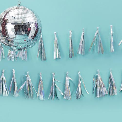 bruiloft-decoratie-tasselslinger-iridescent-sparkle-good-vibes-2