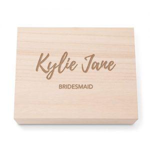 bruiloft-decoratie-houten-memory-box-bridesmaid-gepersonaliseerd