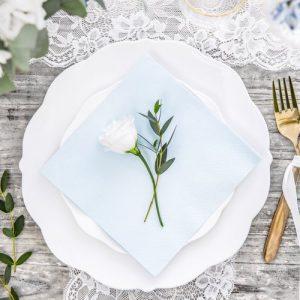 bruiloft-decoratie-servetten-light-sky-blue-2