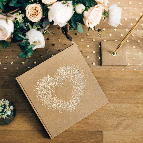 bruiloft-decoratie-tafelloper-golden-dots (1)
