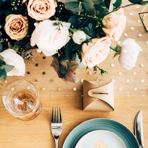 bruiloft-decoratie-tafelloper-golden-dots (2)