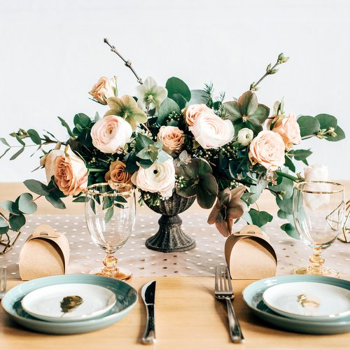 bruiloft-decoratie-tafelloper-golden-dots-6