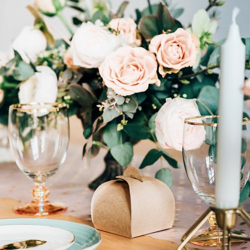 bruiloft-decoratie-tafelloper-golden-dots-7