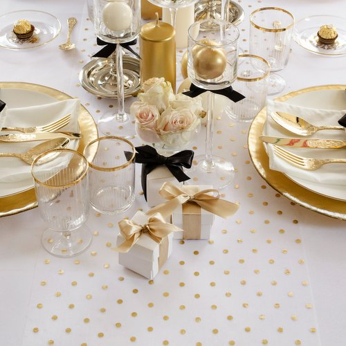 bruiloft-decoratie-tafelloper-golden-dots-9