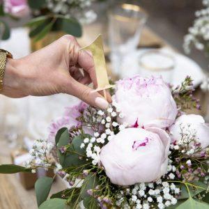 bruiloft-decoratie-tafelnummers-goud-4