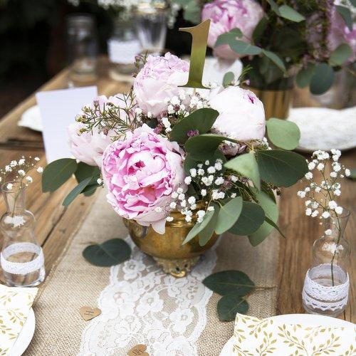 bruiloft-decoratie-tafelnummers-goud-5