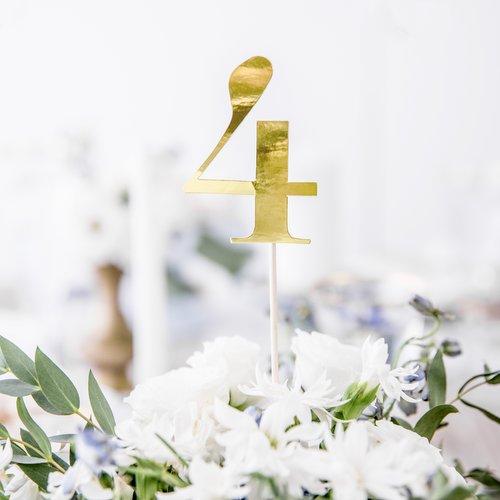 bruiloft-decoratie-tafelnummers-goud-6