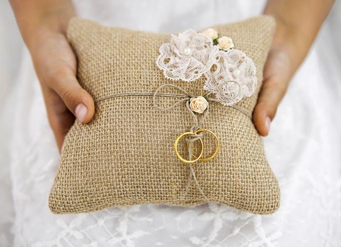 ringkussen-bruiloft-decoratie (1)