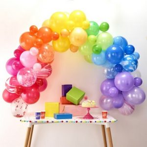 bruiloft-decoratie-ballonnenboog-rainbow (3)
