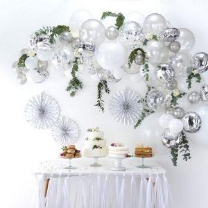 bruiloft-decoratie-ballonnenboog-silver (1)