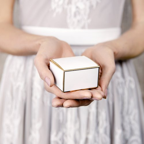 bruiloft-decoratie-bedankdoosjes-golden-frame-3