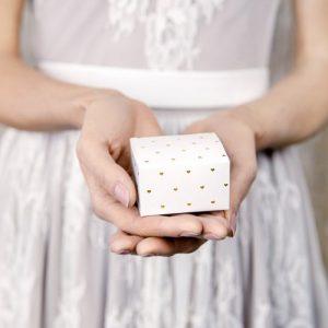 bruiloft-decoratie-bedankdoosjes-golden-hearts-3