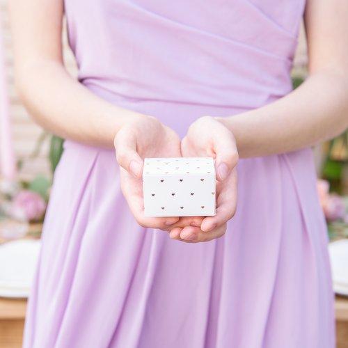 bruiloft-decoratie-bedankdoosjes-rose-golden-hearts-4
