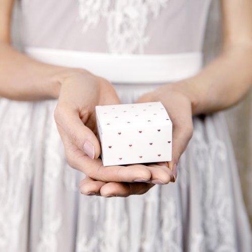 bruiloft-decoratie-bedankdoosjes-rose-golden-hearts-6