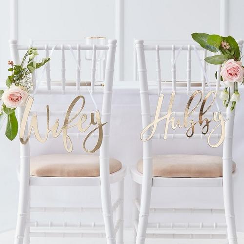 bruiloft-decoratie-chairsigns-hubby-wifey-gold-wedding (1)