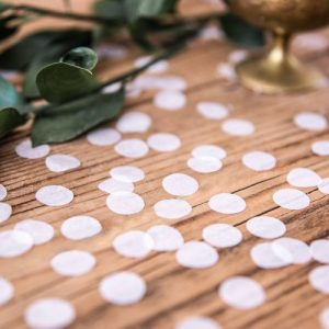 bruiloft-decoratie-confetti-white-circles-2