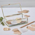 bruiloft-decoratie-gastenboek-glazen-box-met-hartjes-gold-wedding