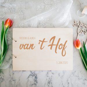 bruiloft-decoratie-gastenboek-hout-achternaam-gepersonaliseerd