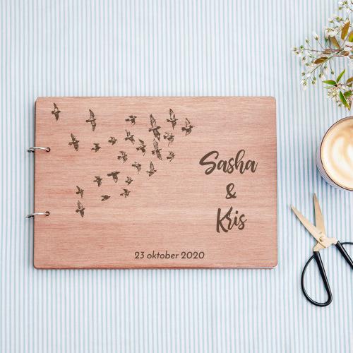 bruiloft-decoratie-gastenboek-hout-birds-gepersonaliseerd-2
