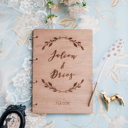 bruiloft-decoratie-gastenboek-hout-boho-gepersonaliseerd