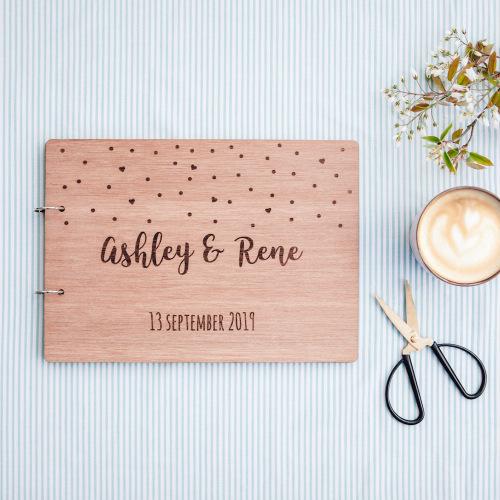 bruiloft-decoratie-gastenboek-hout-confetti-gepersonaliseerd-2