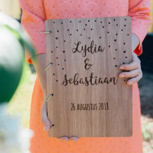 bruiloft-decoratie-gastenboek-hout-confetti-gepersonaliseerd-3