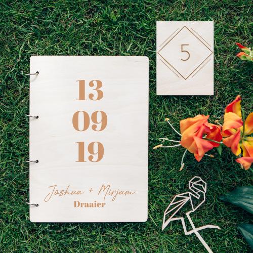 bruiloft-decoratie-gastenboek-hout-datum-gepersonaliseerd-2