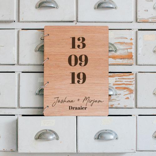 bruiloft-decoratie-gastenboek-hout-datum-gepersonaliseerd-3