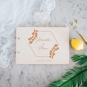 bruiloft-decoratie-gastenboek-hout-eucalyptus-gepersonaliseerd