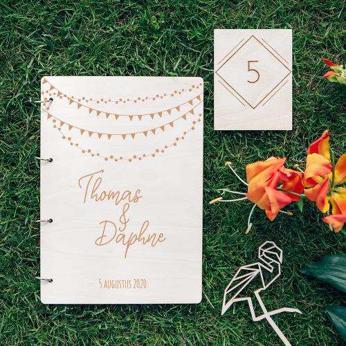 bruiloft-decoratie-gastenboek-hout-festival-gepersonaliseerd